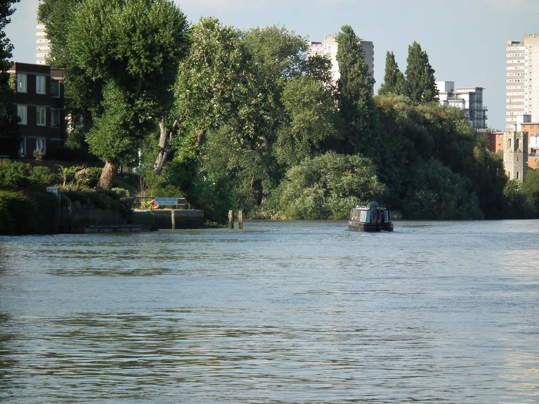 Brentford GU junction with Thames from upstream (Teddington)