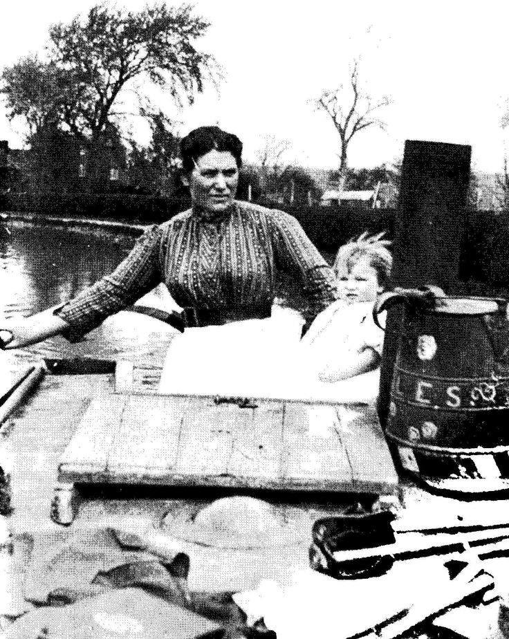 Mrs Coles Oxford canal.jpg