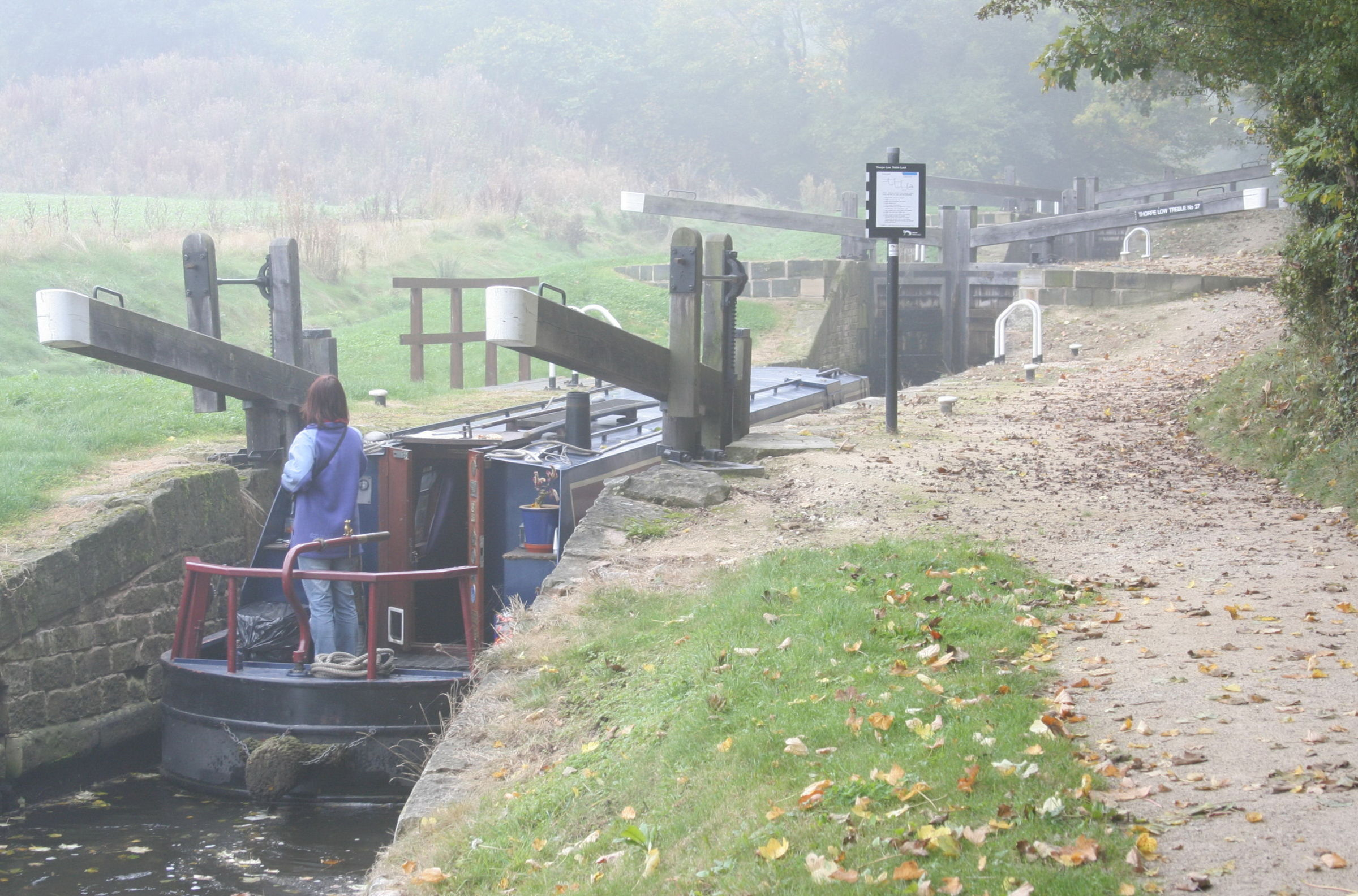 1037 Chesterfield Canal Thorpe Low Treble Lock  17th October 2005.JPG