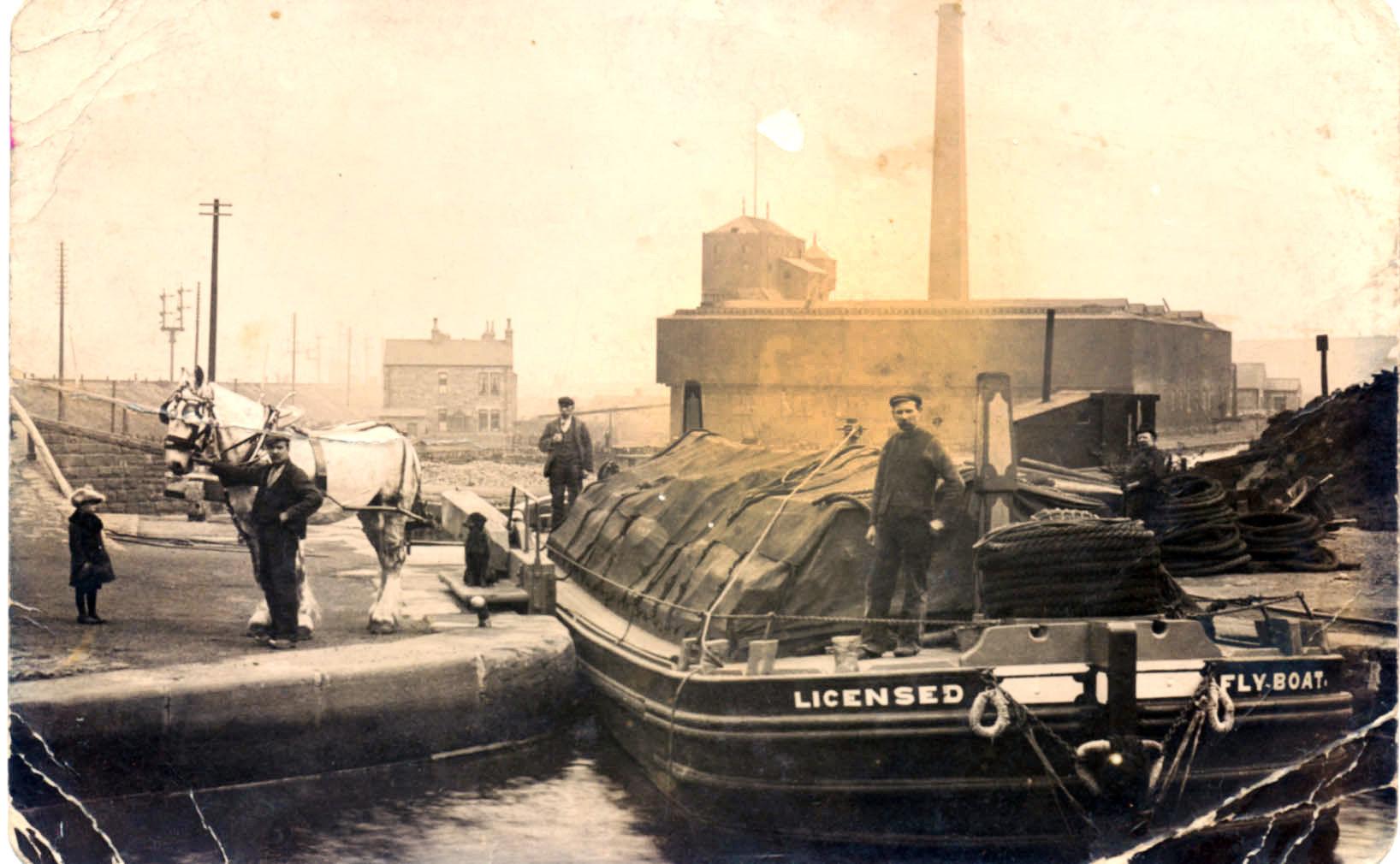 flyboat nr Dewsbury.jpg
